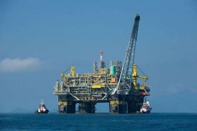Até quando exportaremos petróleo e gás e importaremos combustíveis?