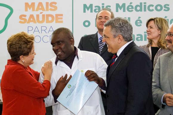 'Mais Médicos': Polícia Federal descobre que Cubanos usam Diploma falso, nunca se formaram em Medicina
