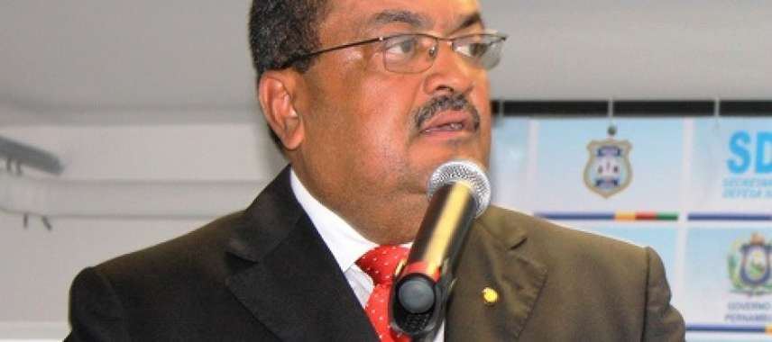 """Após declarar que """"mulheres têm tara por fardas"""", secretário de PE entrega o cargo"""