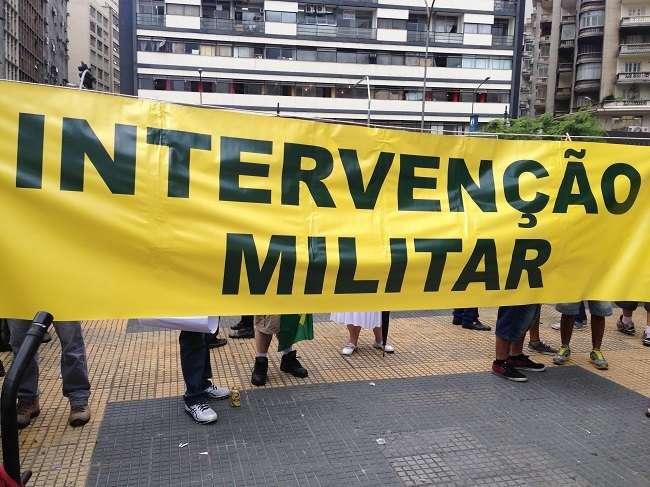 Manifestantes defenderam intervenção militar no governo federal