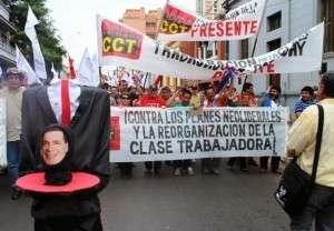 """Manifestantes pedem """"a cabeça"""" de Cartes (Leonardo Wexell Severo)"""