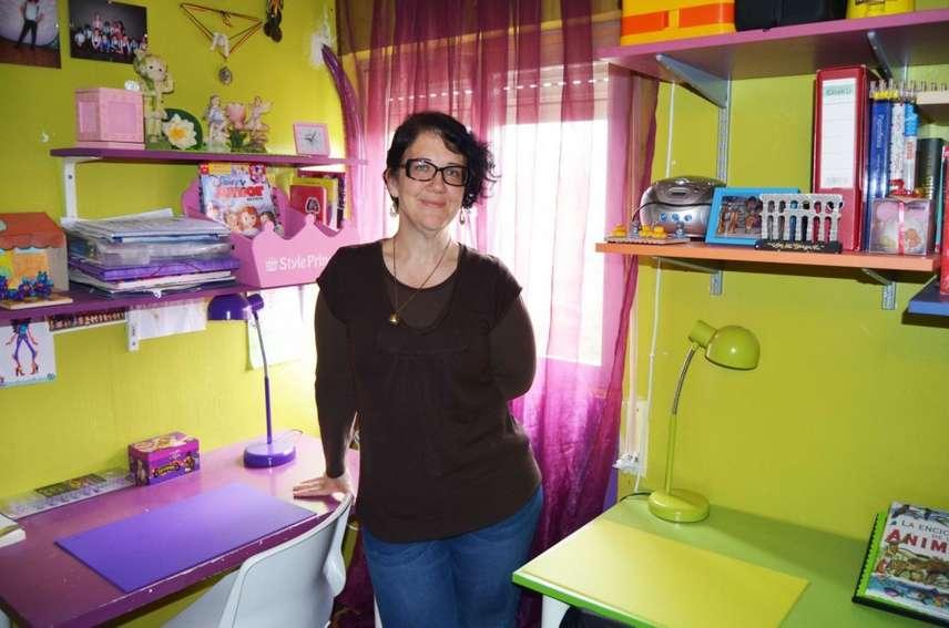 Saida Garcia no quarto dos dois filhos: a parte roxa foi decorada para Fran e a verde, para o filho mais velho.