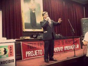 Paulo Teixeira defende seu projeto durante ato em São Paulo (Foto: Igor Carvalho)