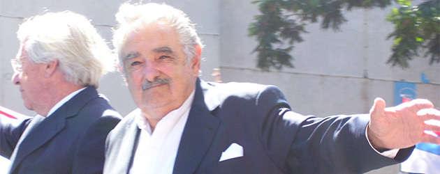 presidente-mujica-saludando-2010