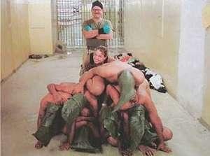 Após a divulgação das fotos, Charles Graner foi sentenciado a 10 anos (cumpriu 6) (WikiCommons)