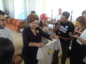 Presidenta Dilma vota SIM pela reforma do sistema político (Foto: Plebiscito Popular)
