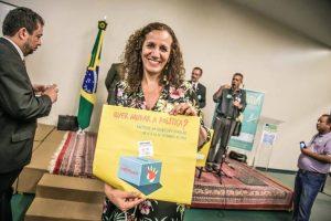 A deputada federal Jandira Feghali (PCdoB) declara o seu apoio a uma Assembleia Constituinte exclusiva e soberana da reforma política (Foto: Plebiscito Popular)