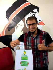 O vocalista do grupo O Teatro Mágico, Fernando Anitelli, também votou pela reforma do sistema político (Foto: Plebiscito Popular)