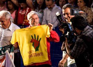 Ex-presidente Lula em ato de poio ao Plebiscito Popular da reforma política. (foto: Plebiscito Popular)