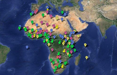 """Ações militares dos EUA na África: verde (treinamentos e desembarques táticos em 2013); amarelo (treinamentos e desembarques táticos em 2012); roxo (""""cooperações de segurança""""); vermelho (parcerias com forças armadas); azul (bases e instalações militares);  marcadores verdes (treinamento de tropas para atuarem em um terceiro país em 2013); marcadores amarelos (treinamento de tropas para atuarem em um terceiro país em 2012)"""