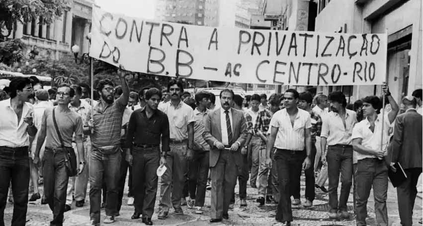 Resultado de imagem para Privatizações: a distopia do capital (2014