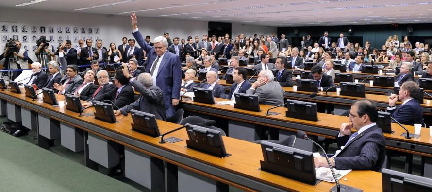PT barra votação de PEC que mantém financiamento empresarial de campanhas eleitorais