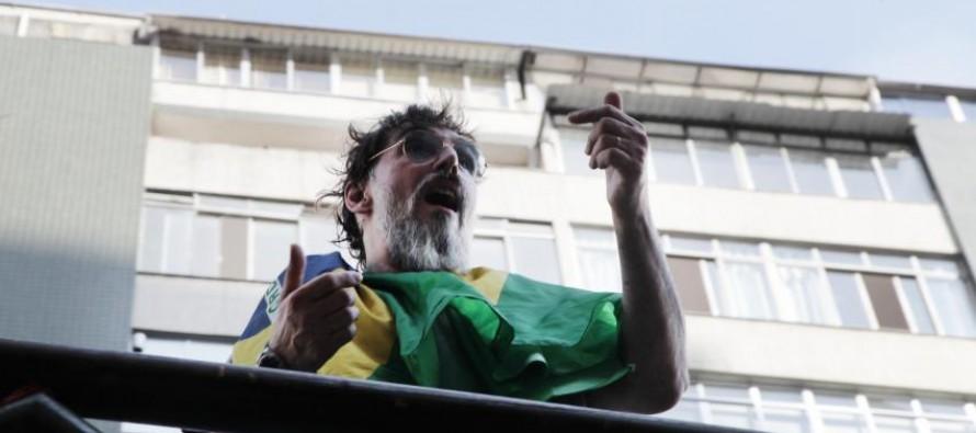 Lobão discursa em protesto contra Dilma