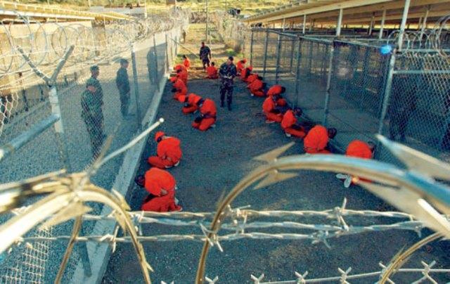Guantanamo_captives_in_January_2002(4)