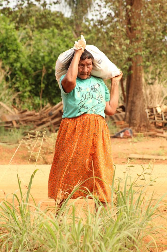 Mulher Xavante na TI Marãiwatsédé, MT