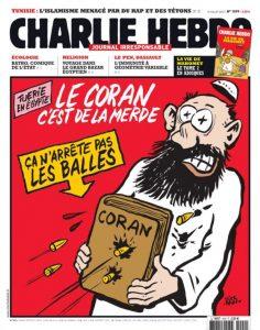 """Em uma das capas de julho de 2013, lia-se: """"O Corão é uma merda, não detém as balas"""". Na imagem, é possível ver um muçulmano tentando de defender de disparos (Foto: Divulgação)"""