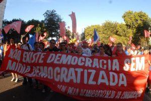 Para ativistas, regular a mídia é fortalecer a democracia (Foto: WikCommons)