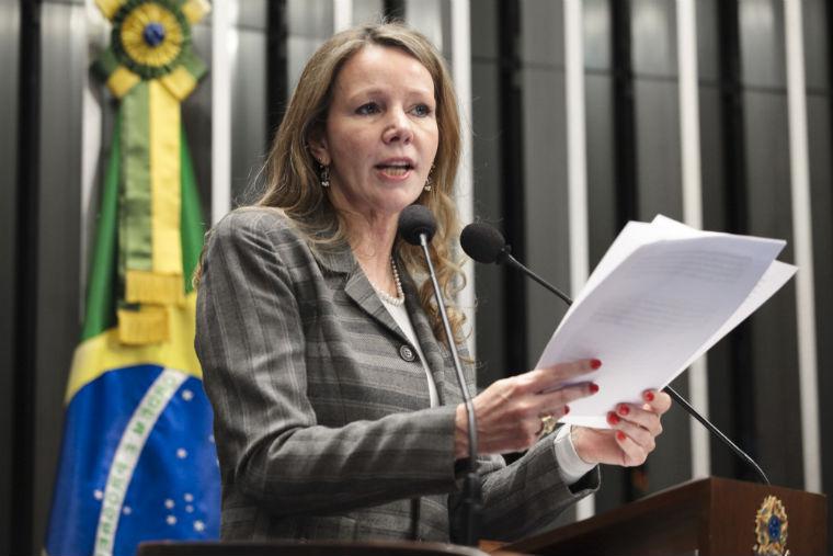 Resultado de imagem para senadora Vanessa Grazziotin