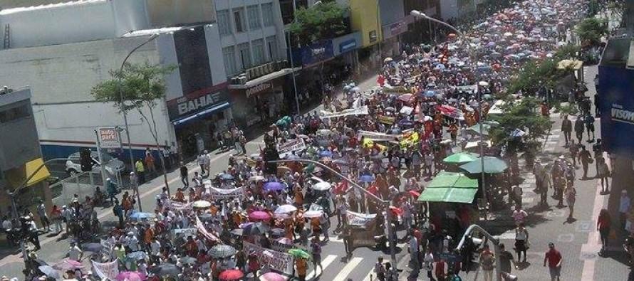 Milhares tomam as ruas de Curitiba contra Beto Richa