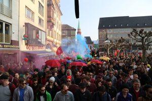 Cerca de 10 mil manifestantes se reuniram em frente a nova sede do BCE. (Foto: Reprodução Facebook Blockupy Europe)