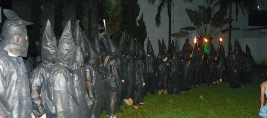 Alunos de Medicina da Unesp fazem trote com roupas do Ku Klux Klan