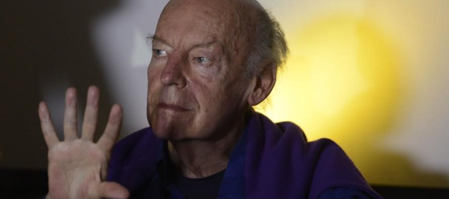 Eduardo Galeano explica como age a Standard&Poor's, agência que rebaixou nota do Brasil
