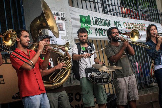 Na Marcha da Maconha do RJ, ativistas pediram pela liberdade dos cultivadores caseiros. (Foto: Flickr/Mídia Ninja)