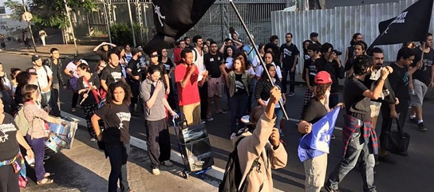 Jovens bloqueiam vias de São Paulo contra redução da maioridade penal