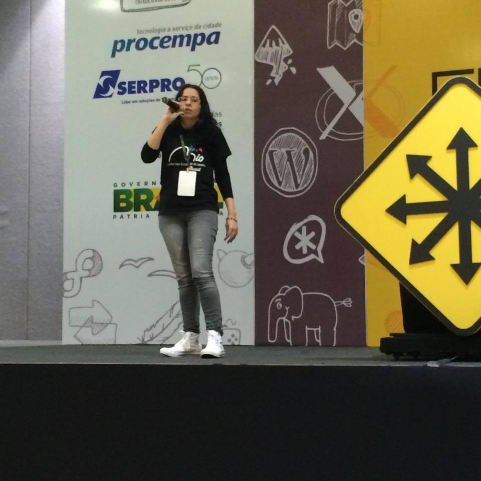 Ariadne Pinheiro em palestra do FISL. (Foto: Arquivo Pessoal)
