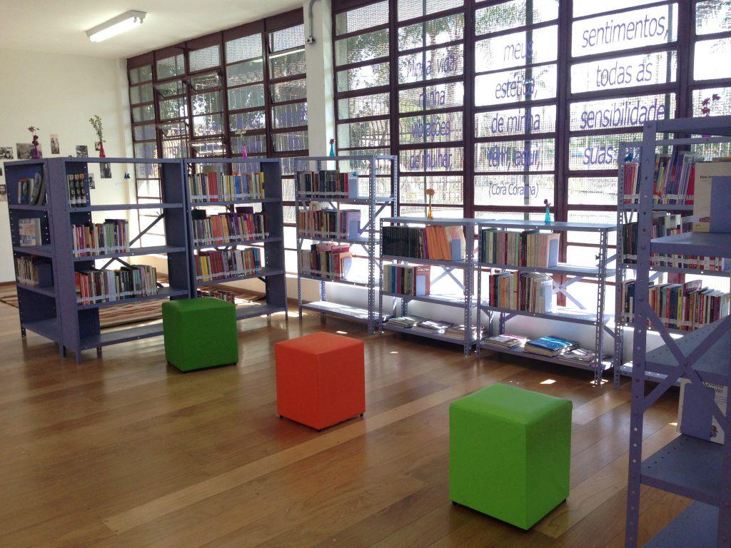 Acervo da biblioteca conta atualmente com mil títulos, mas a expectativa é de que seja ampliado com doações – qualquer um pode fazê-las