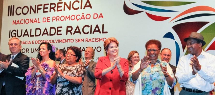 """Dilma: """"O Brasil não aceita viver com intolerância e preconceito"""""""