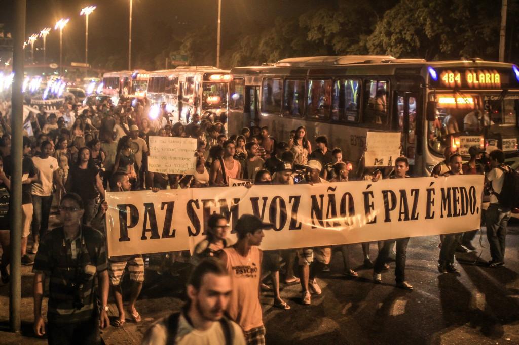 Manifestação contra a violência policial no Complexo da Maré (RJ). (Foto: NINJA)