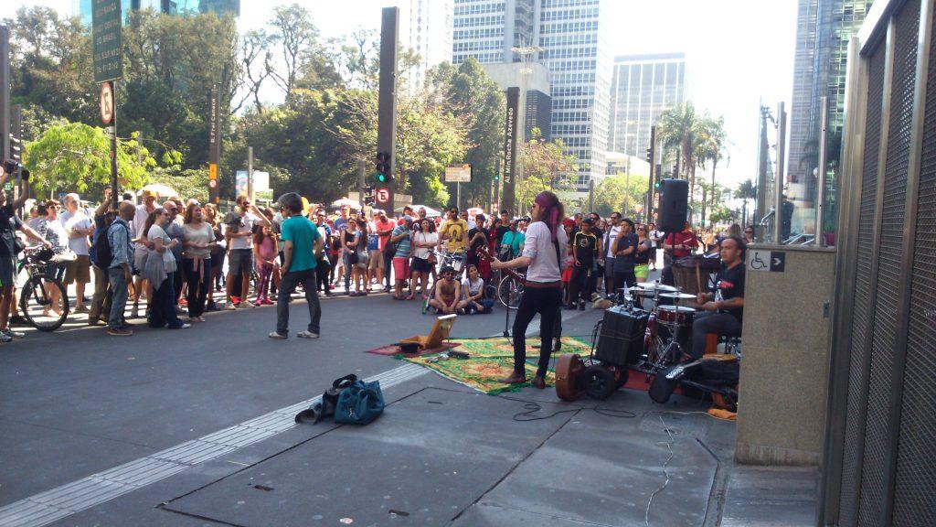 Com o povo na rua, os artistas garantiram a audiência