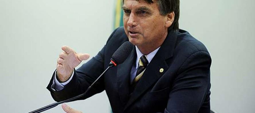 """Bolsonaro sobre Dilma: """"Espero que saia; infartada, com câncer, de qualquer jeito"""""""