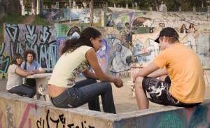 Cena do curta 'A Boneca do Silêncio', dirigido por Carol Rodrigues (Imagem: Reprodução)