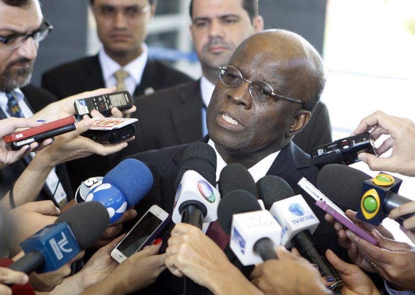 """Joaquim Barbosa vê três riscos para o Brasil: """"Bolsonaro, um golpe de Temer e um golpe militar"""""""