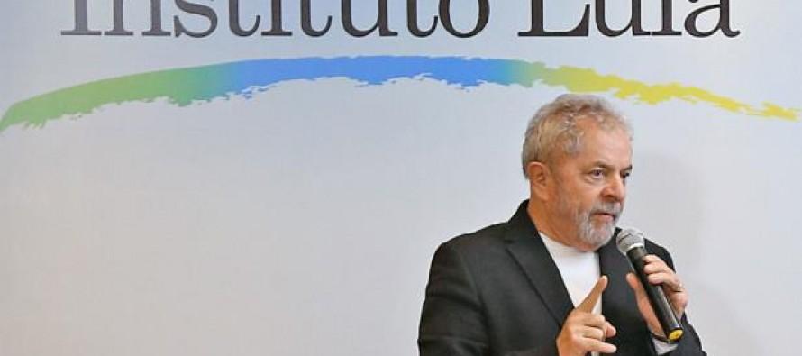 Lula vai à Justiça contra jornalistas das revistas Época e Veja