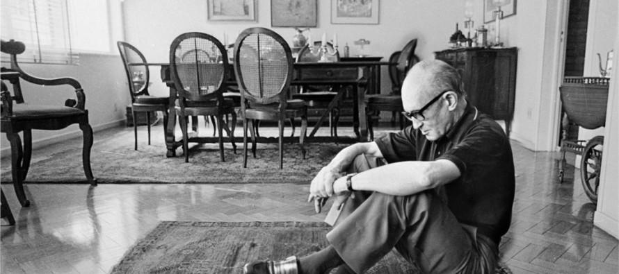 Conheça o poema 'profético' de Drummond sobre desastre no Rio Doce