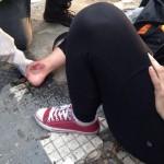 Manifestante ferida por bomba recebe cuidados, na Consolação.