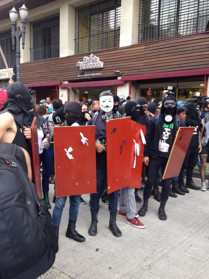 Os black blocks tomaram a frente em alguns pontos da manifestação