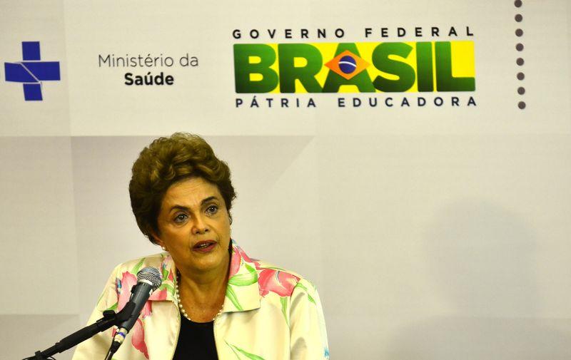 São Paulo - Presidenta Dilma Rousseff e o ministro da Saúde, Marcelo Castro, participam de cerimônia de assinatura de contrato entre o Ministério da Saúde e a Fundação Butantan para o desenvolvimento da vacina da dengue (Rovena Rosa/Agência Brasil)