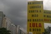 Paralelo mais que questionável em cartaz do Rio de Janeiro (Leonardo Fuhrmann)