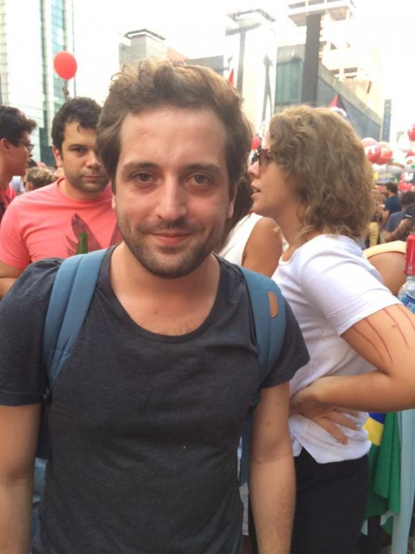 O humorista Gregório Duvivier também marcou presença na Avenida Paulista (foto: Brasil de Fato)