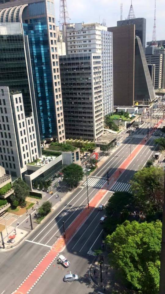 Avenida Paulista bloqueada na manhã desta quinta-feira (17). Foto: Cristiana Engelmann
