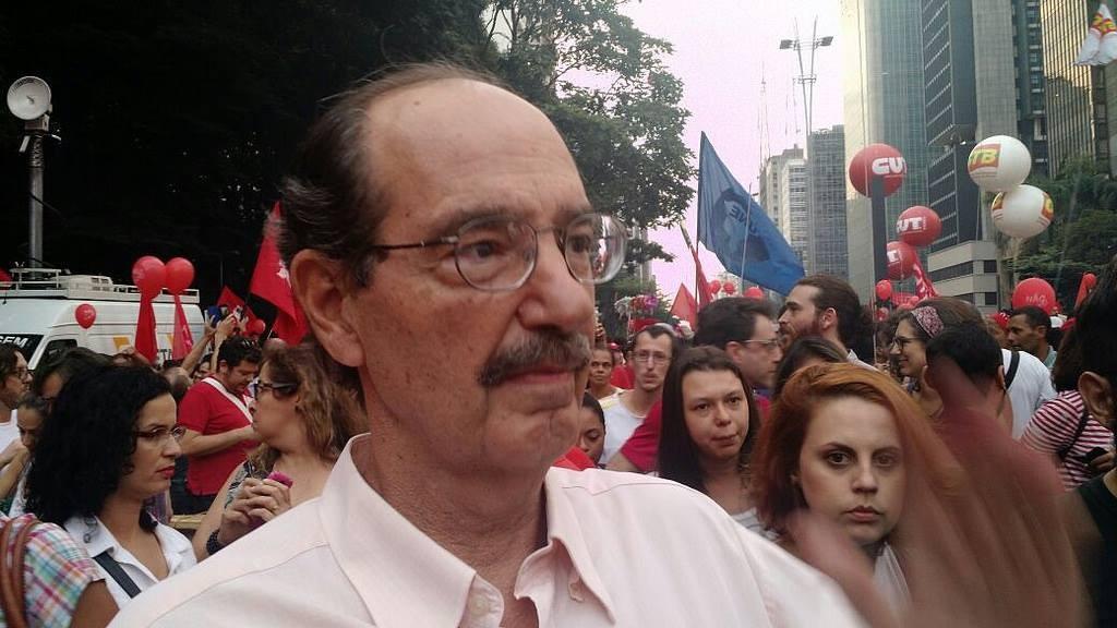 O professor de Filosofia da USP Paulo Arantes também deu seu apoio ao ato, em São Paulo (foto: Brasil de Fato)