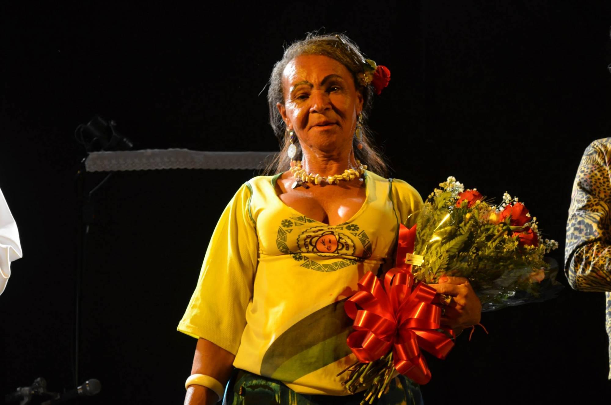 Joelma, uma das primeiras transexuais do Brasil, hoje com 71 anos. Imagem: Vôo Filmes