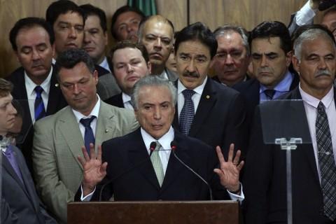 Brasília - O presidente interino Michel Temer faz discurso durante cerimônia de posse aos ministros de seu governo, no Palácio do Planalto (Valter Campanato/Agência Brasill)