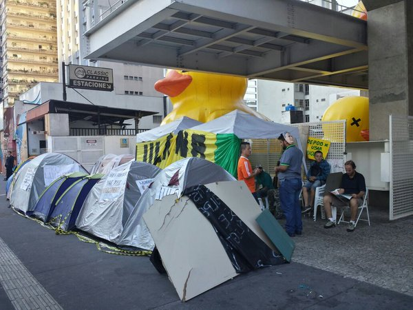 Manifestantes pró-imeachment acamparam na calçada da Paulista por mais de 2 meses, se repressão policial. (Foto: Reprodução/Facebook)