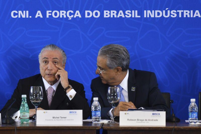 Brasília - O presidente interino Michel Temer e o presidente da CNI, Robson Braga de Andrade, participam da reunião do Comitê de Líderes da Mobilização Empresarial pela Inovação  na sede da Confederação Nacional da Indústria  (Antonio Cruz/Agência Brasil)
