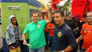 Lins ao lado de Paulinho da Força em campanha para a prefeitura de Osasco neste ano (Foto: Divulgação)